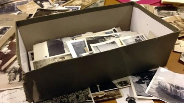 En låda full med skräp ...