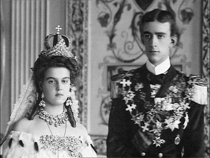 a1sx2_Original1_William_of_Sweden_and_Maria_Pavlovnas_wedding_1909_crop.jpg
