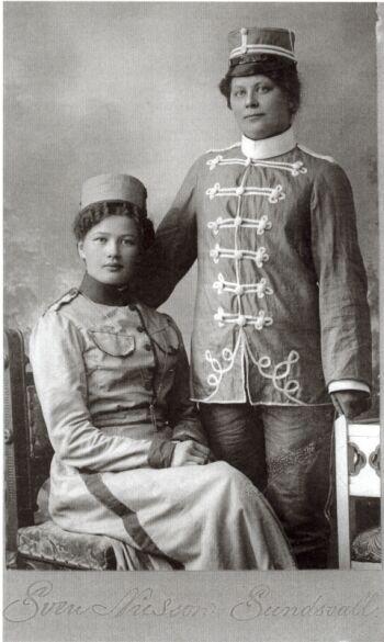 18827