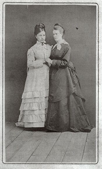 18832