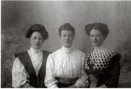 18834