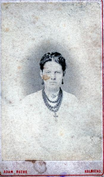 185697