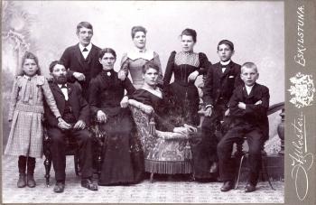 186898