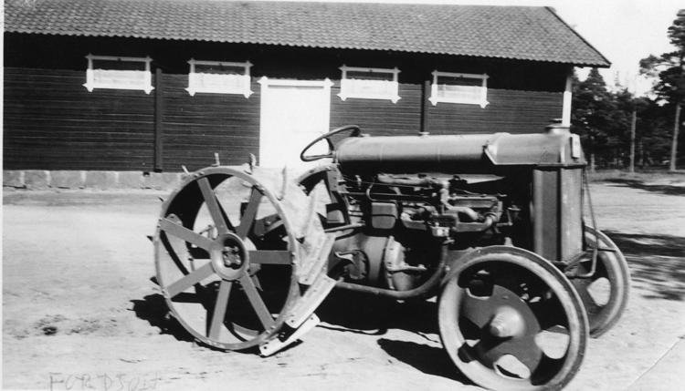 När traktorn kom till gården
